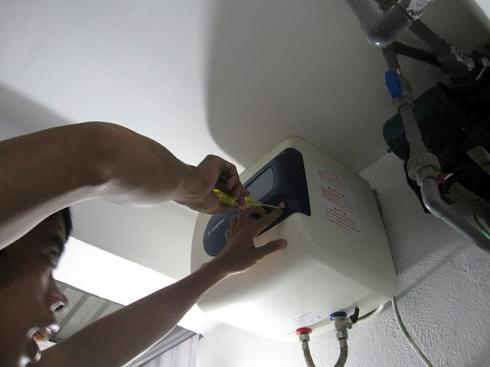 sửa chữa bình nóng lạnh ariston