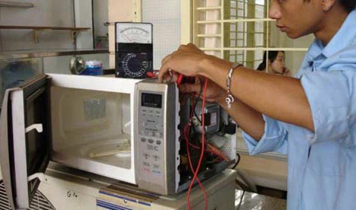 Sửa lò vi sóng Panasonic bị cháy cầu chì